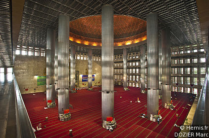 istiqlal mosque inside