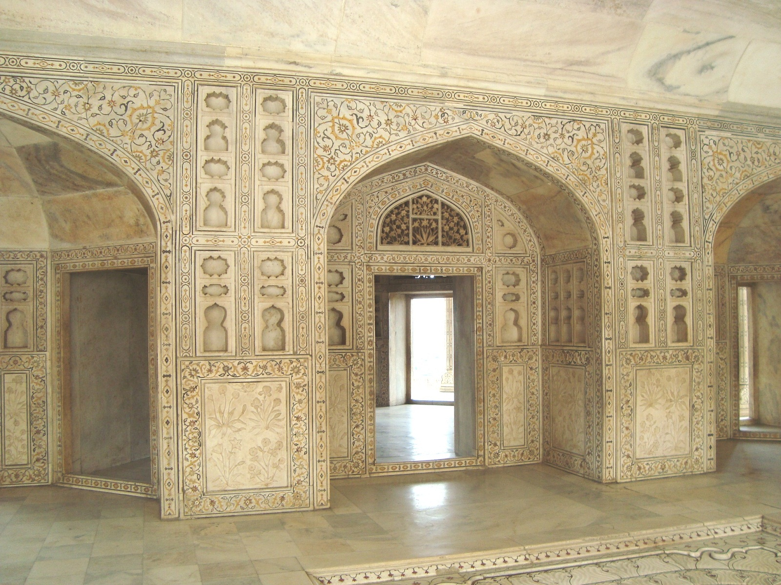 agra fort interior