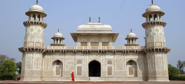 exterior of tomb itmad-ud-daulah agra