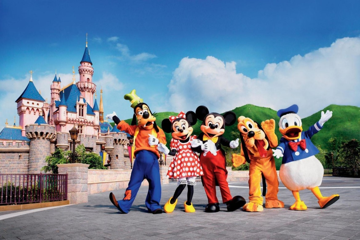 beautiful cartoons in hong kong disneyland