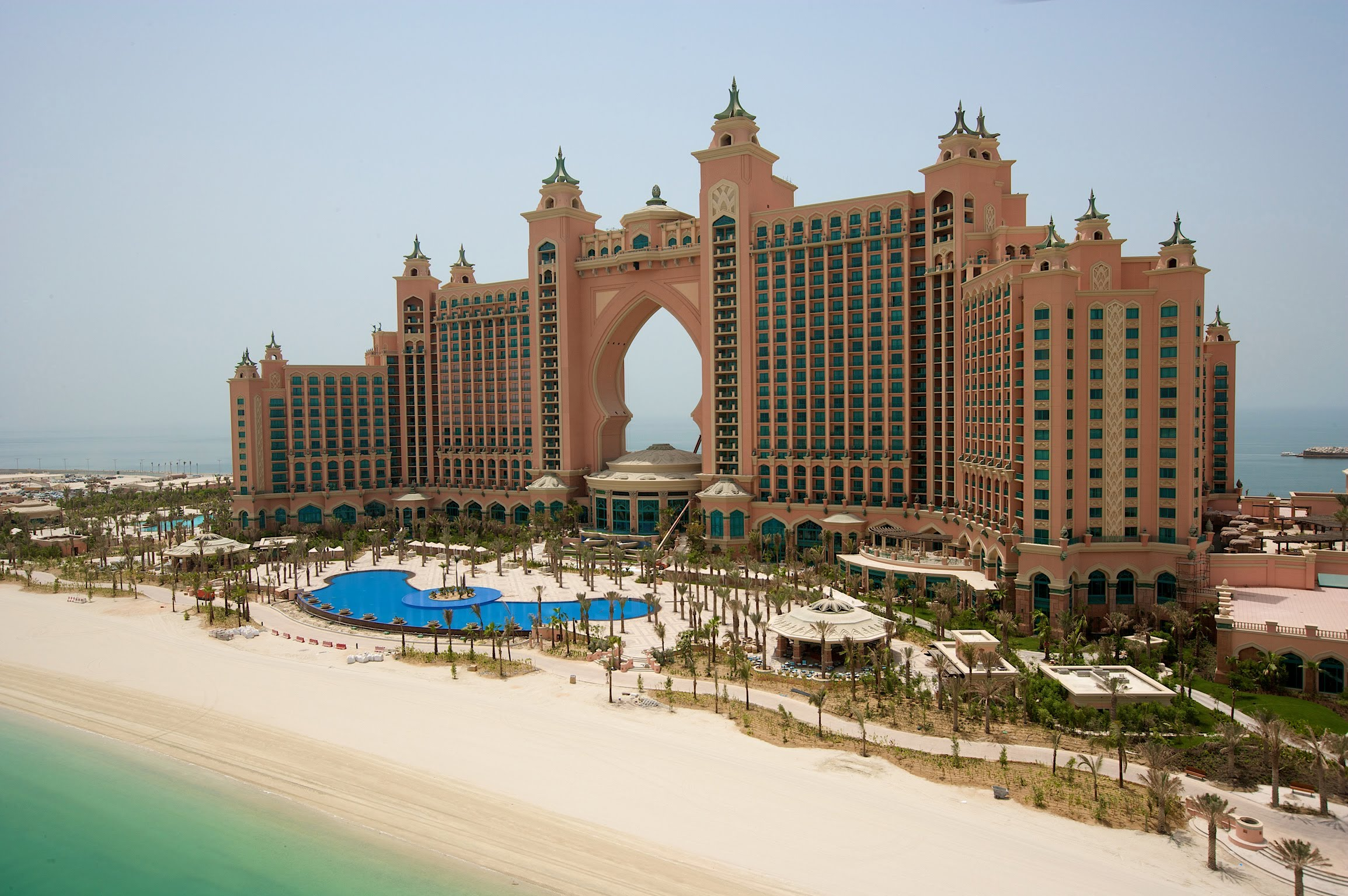 Palm jumeirah visit all over the world for Top resorts in dubai