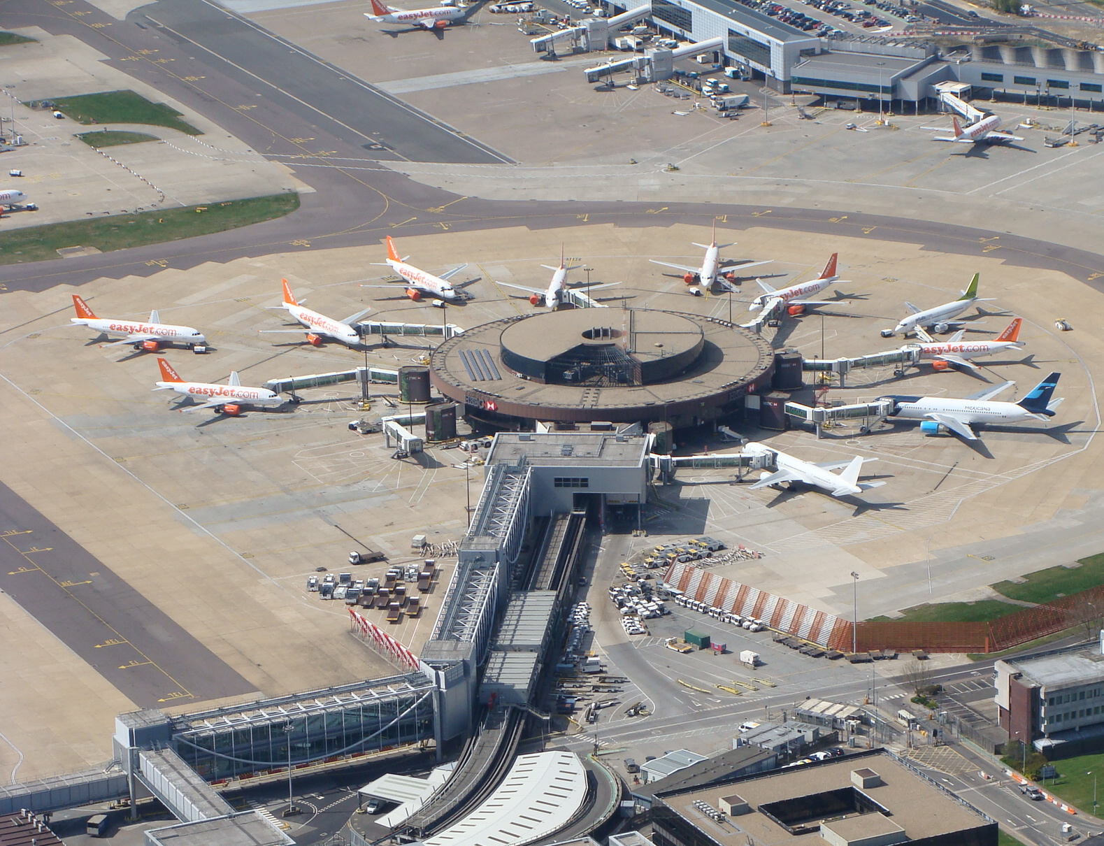 airlines standing in gatwick airport