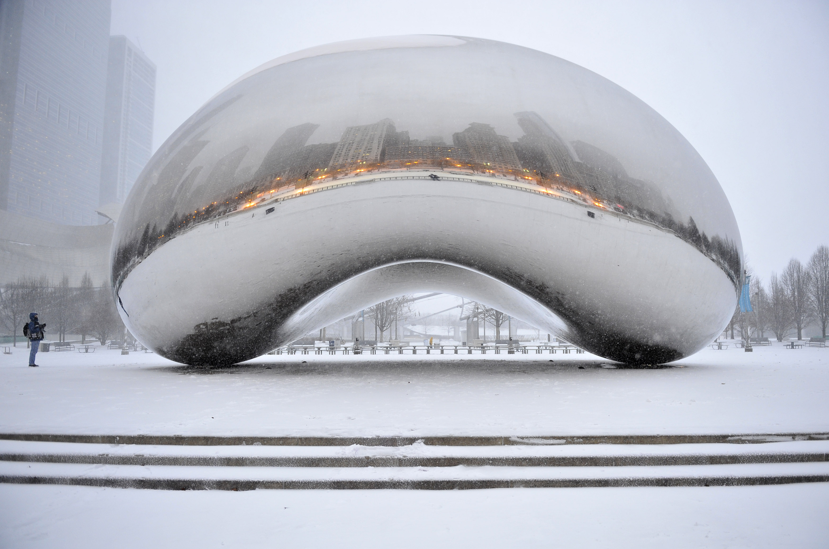 Cloud Gate reflects snow storm in Chicago