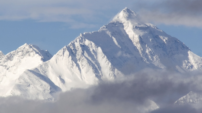 mount everest in winter