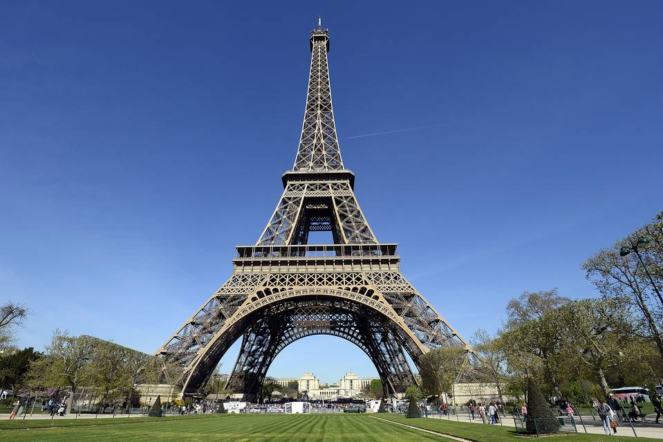 eiffel tower essay in french Eiffel tower a controversial work of art history essay age was the construction of the eiffel tower by eiffel assisted french entrepreneurs to.
