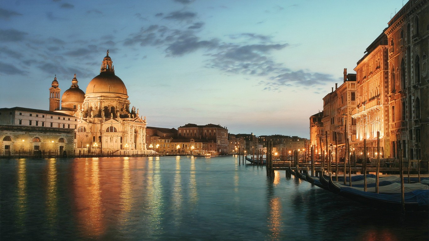 Santa Maria della Salute at night