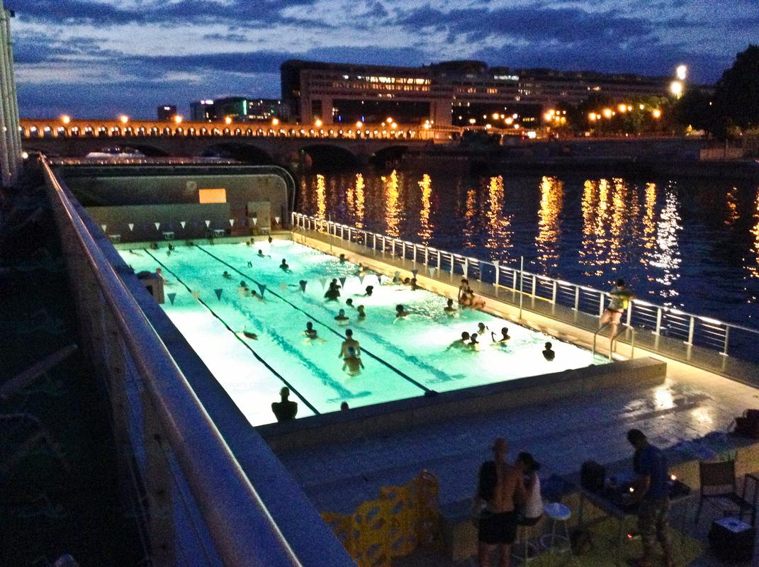 Top 10 things to do in paris visit all over the world for Piscine josephine baker swimming pool