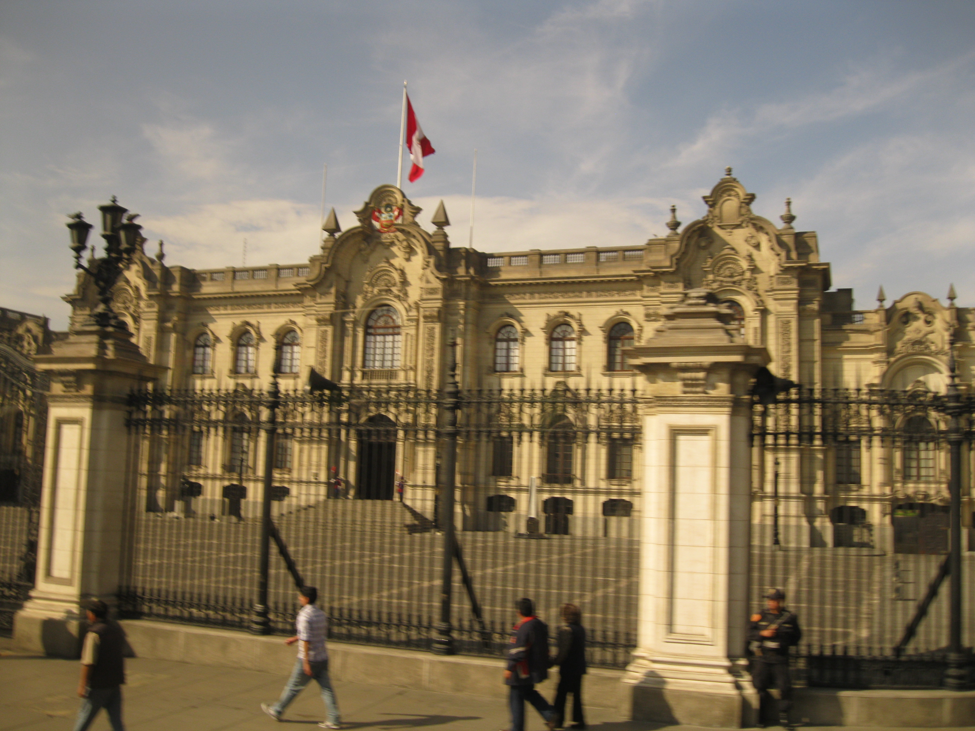 Plaza_Mayor_(Lima)