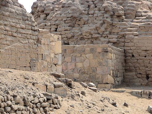 Walls of pachacamac Lima
