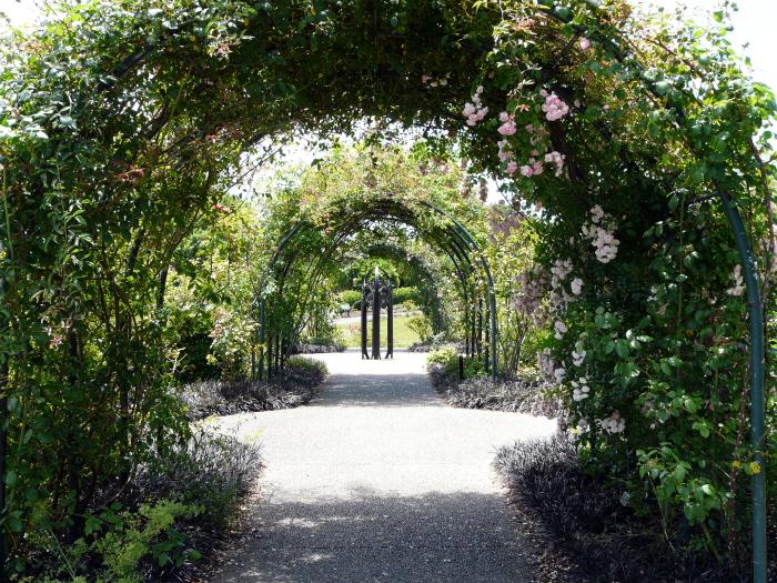 auckland botanic gardens tunnels