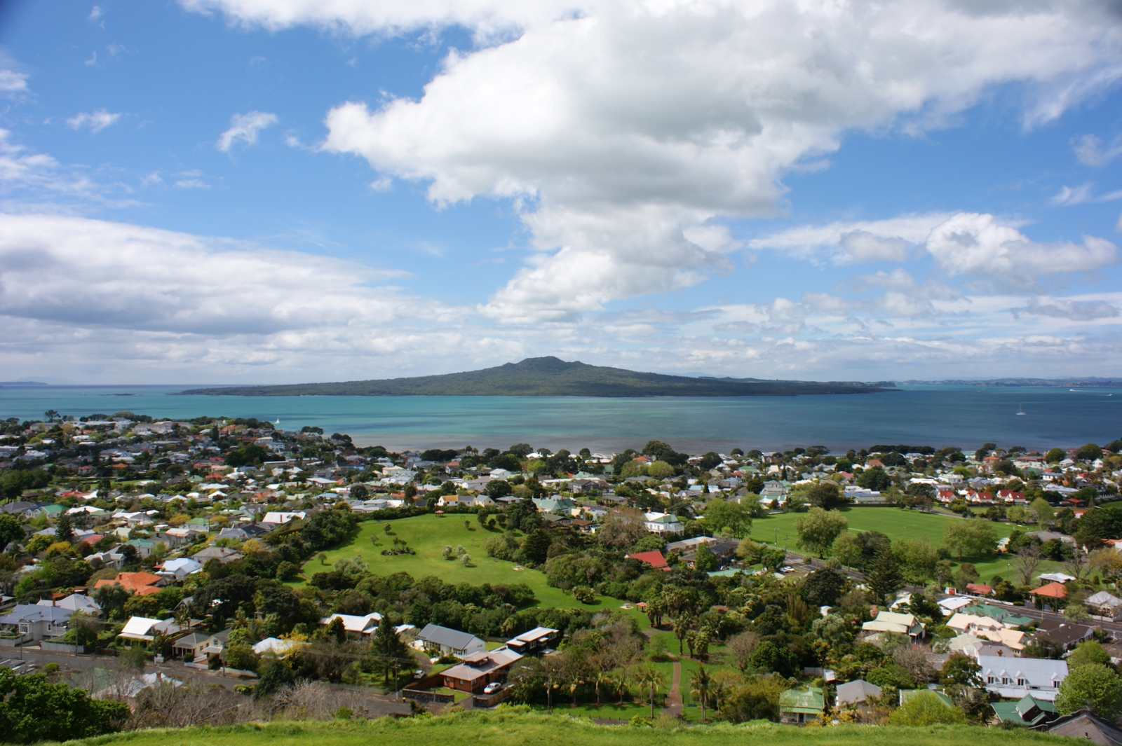 beautiful-rangitoto-island-in-auckland