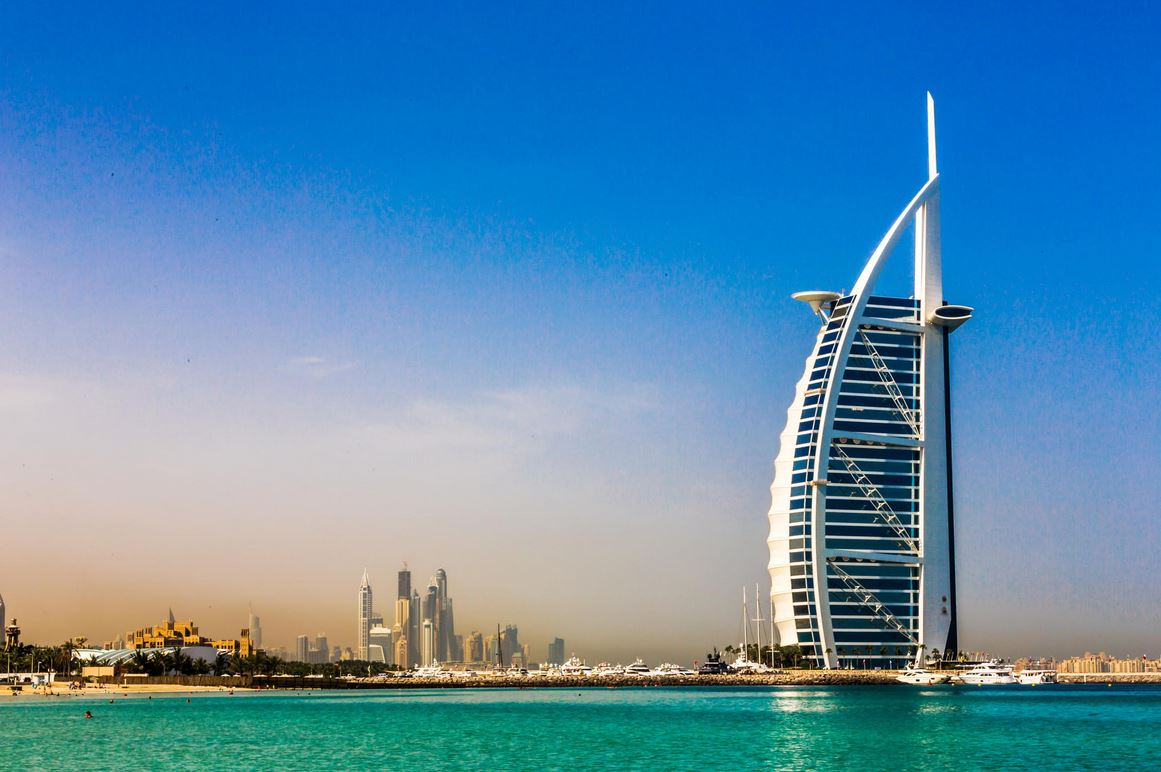 beautiful building of burj al arab hotel