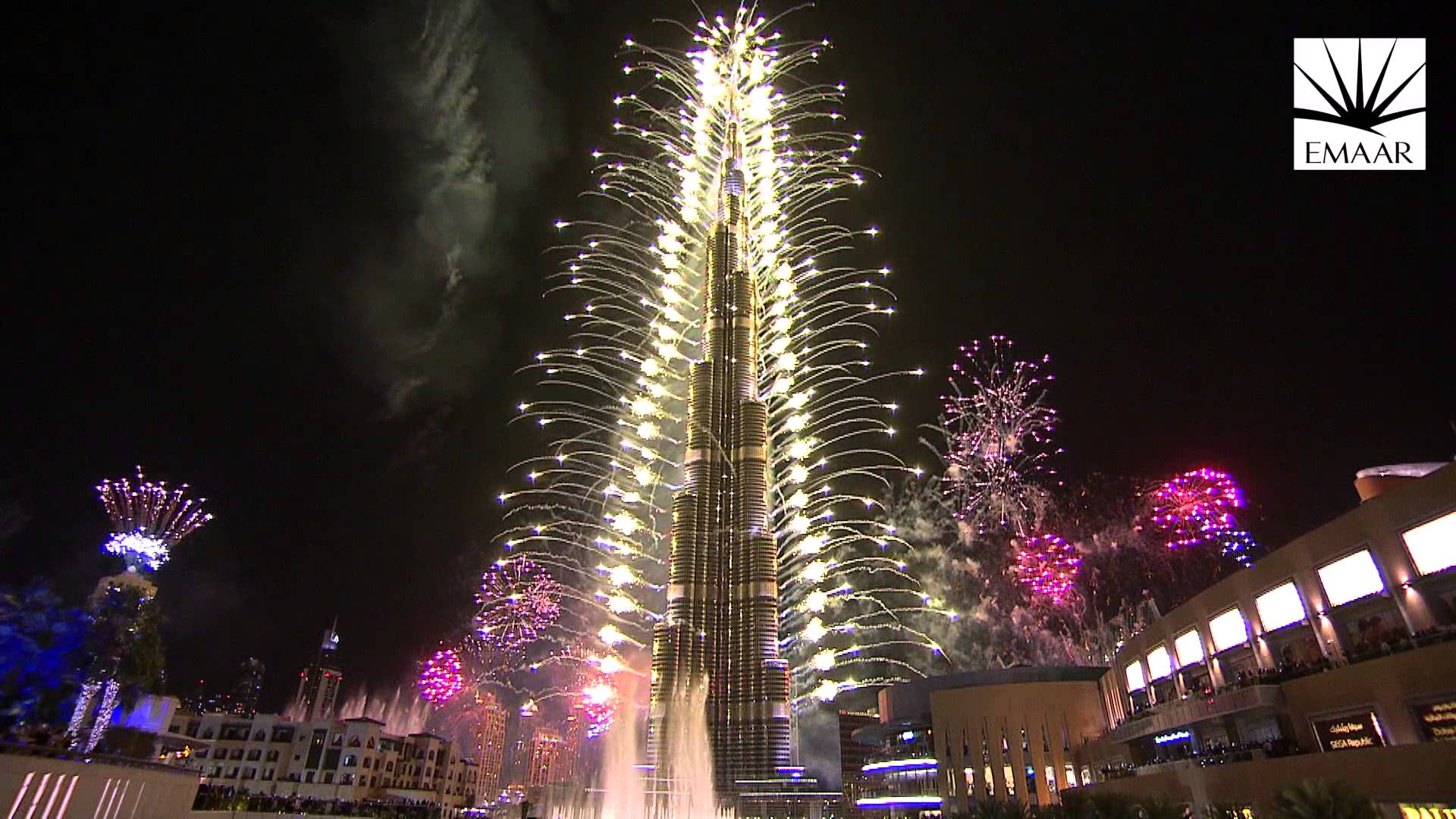 fireworks at burj khalifa in dubai
