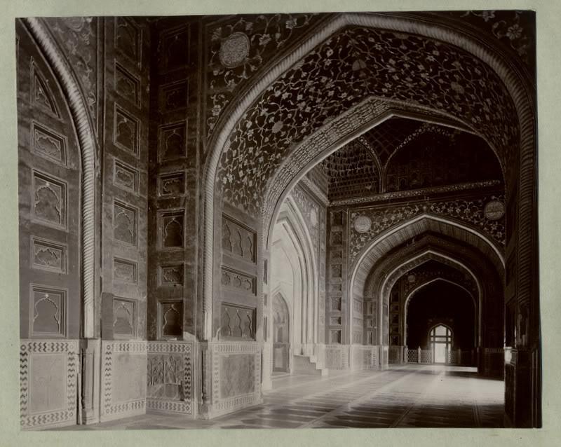 interior of jama masjid agra