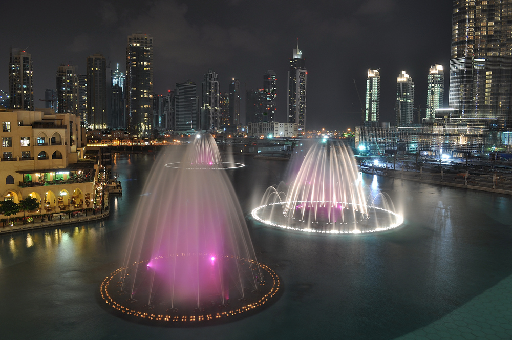 beautiful lights and dance of dubai fountain