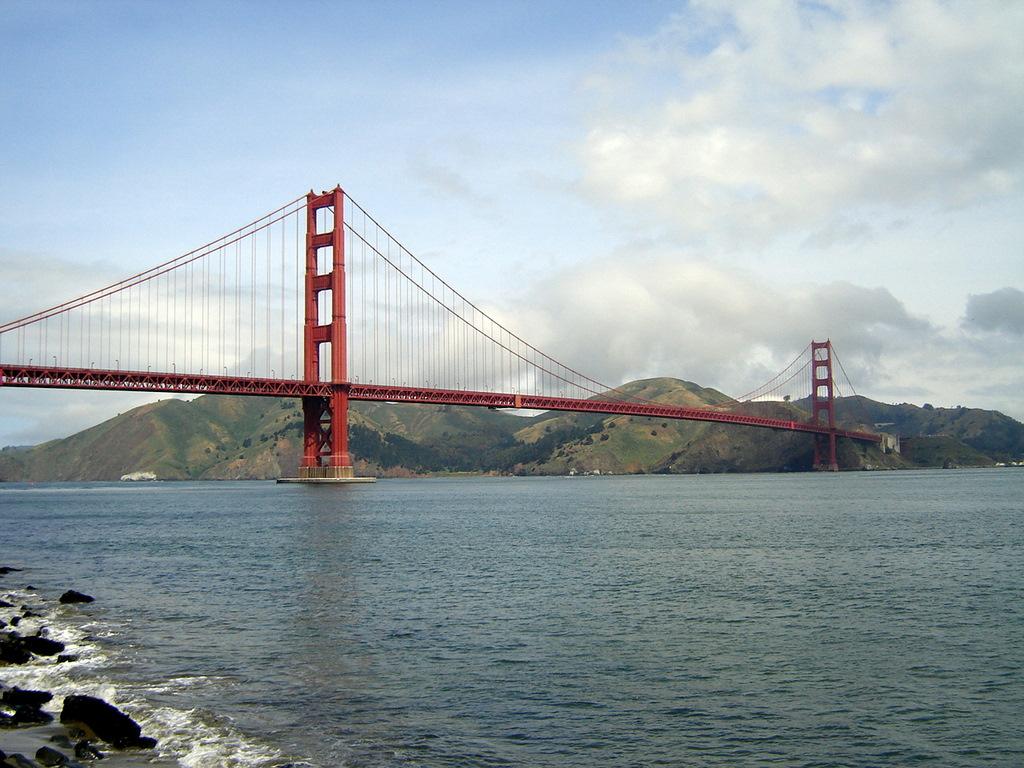 golden gate bridge side view