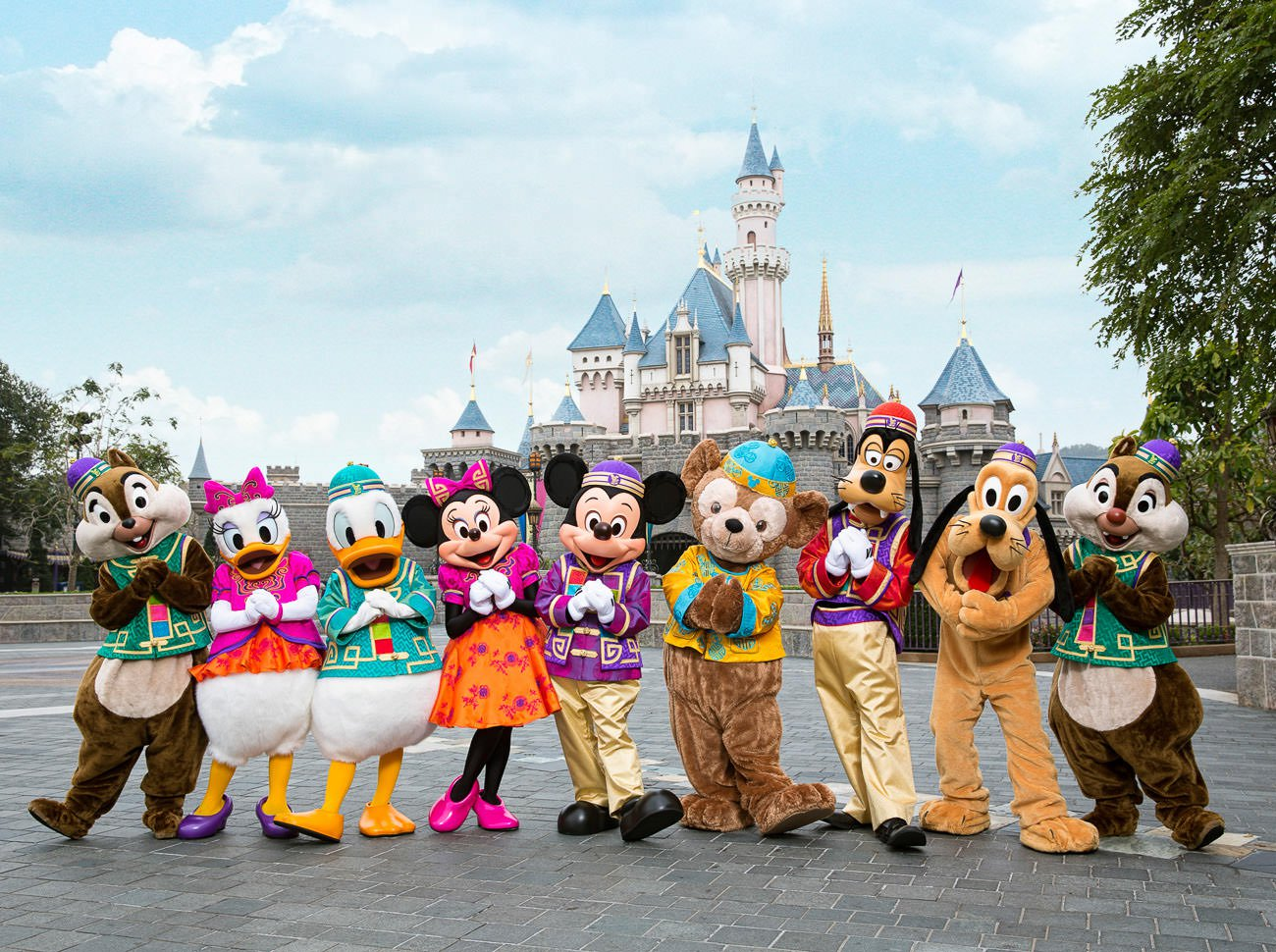 hong kong disneyland, the best tourist attraction in hong kong