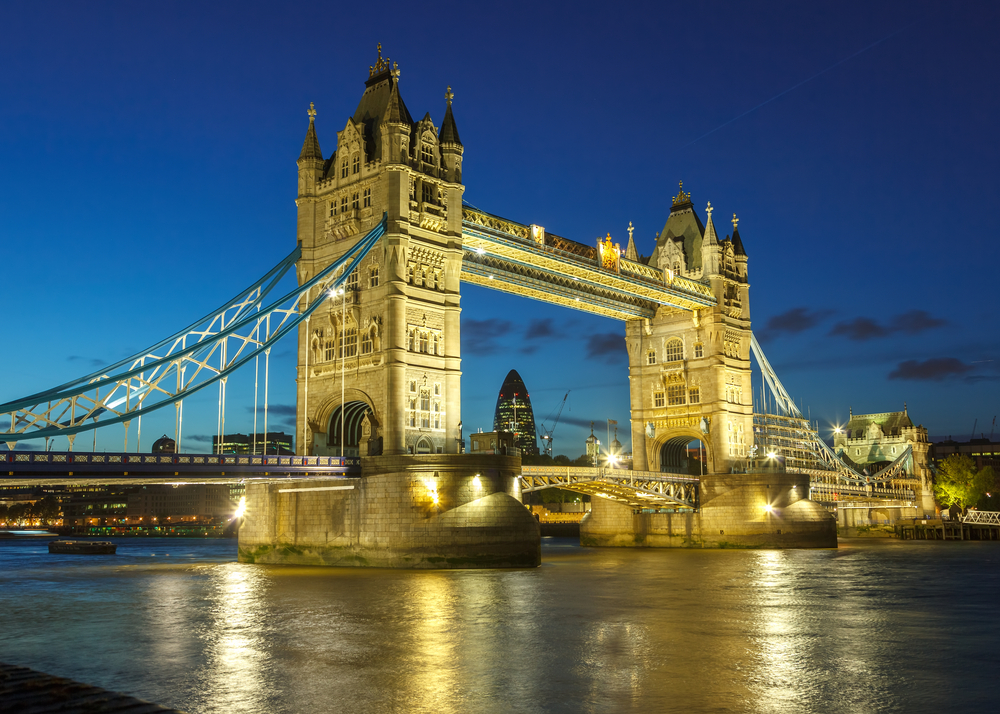 beautiful london bridge at night