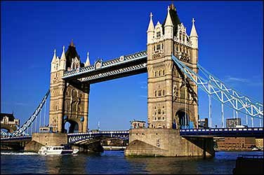 london bridge in UK