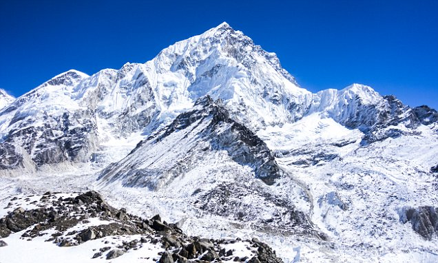 mount everest snow