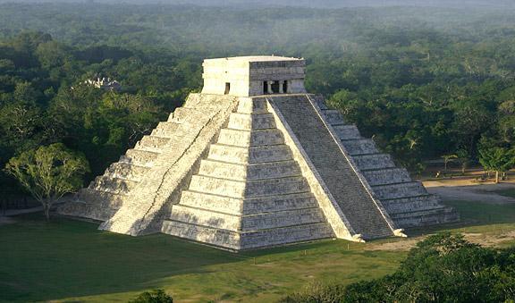 chichen itza of ancient mayan