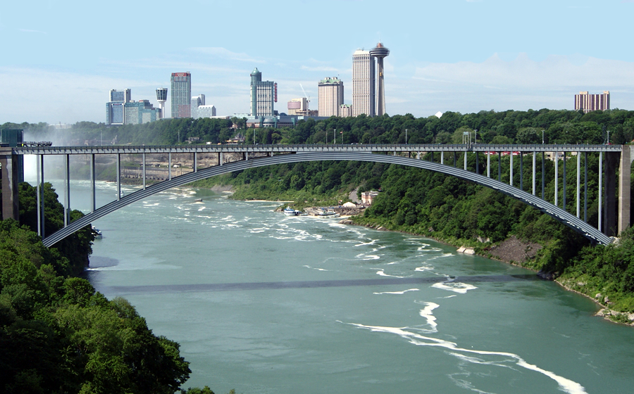 rainbow bridge on niagara falls