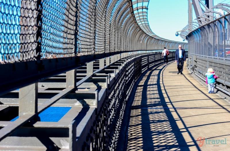 Sydney-Harbour-Bridge-walk